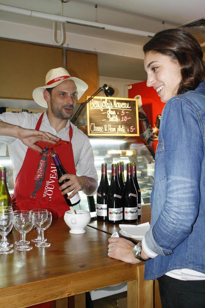 Arno serving customer