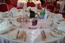 table dressed (1)